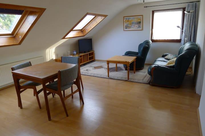Convenient attic flat with good infrastructure - Keulen - Appartement