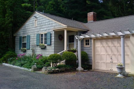 Guest Cottage on Country Estate - Watertown - Hus