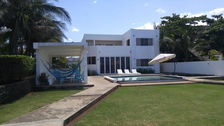 Beautiful Modern two-story house on beach!