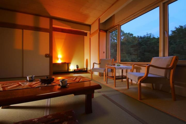 Transfer from JR Noboribetsu sta / Onsen open-air bath available / 2 Meals included / Capacity for 6 people