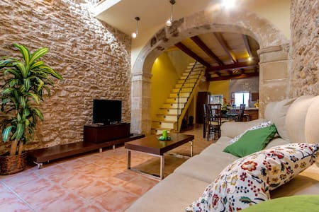 Charming Townhouse in the Centre of Alcudia Town - Alcúdia