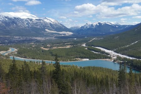 1 bedroom w/ ensuite downtown Canmore - Canmore - 公寓