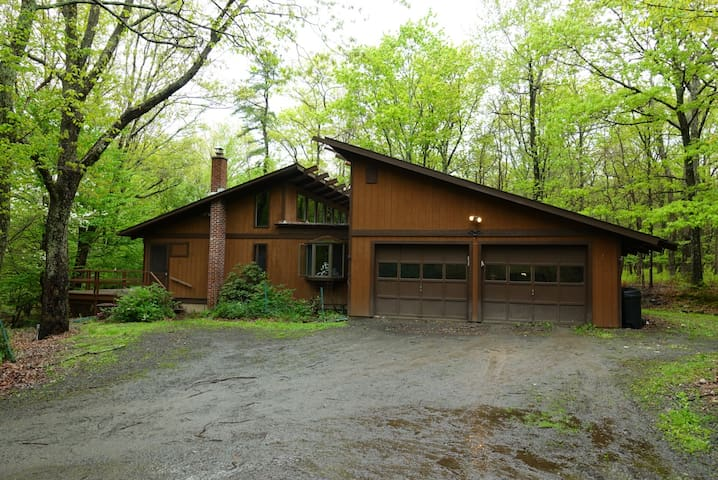 Wood cabin surrounded by nature in the Poconos