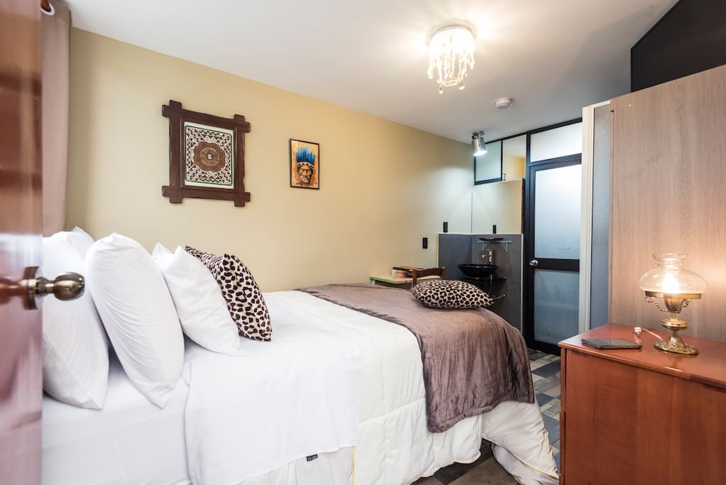 Private Room Fast Wifi, Cable Tv for 1 or 2 persons on the second floor of our duplex