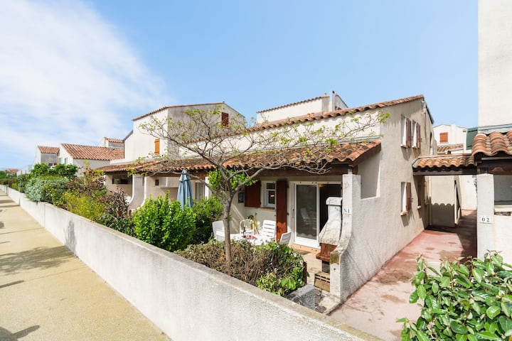 Vintage Holiday Home in South of France by the Sea