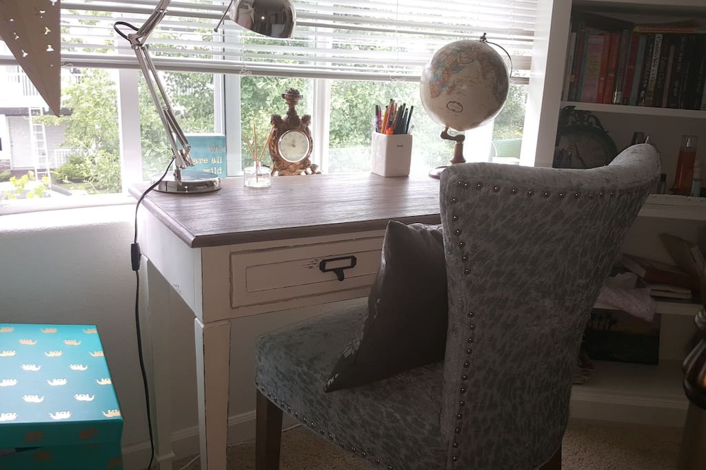 desk in available room