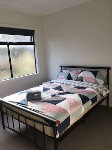 Private room close to Melbourne CBD & Airport - Braybrook