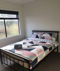 Private room close to Melbourne CBD - Braybrook