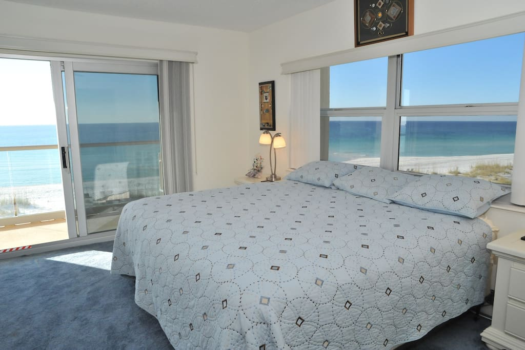 Master bedroom w/access to balcony overlooking Gulf of Mexico
