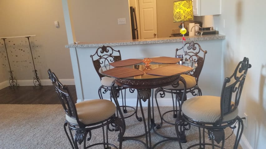 Feels like home, 1 bedroom with kitchen - Dallas - Flat
