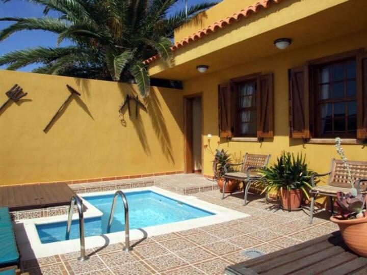 Landhaus mit Terrassen und Pool - 4420