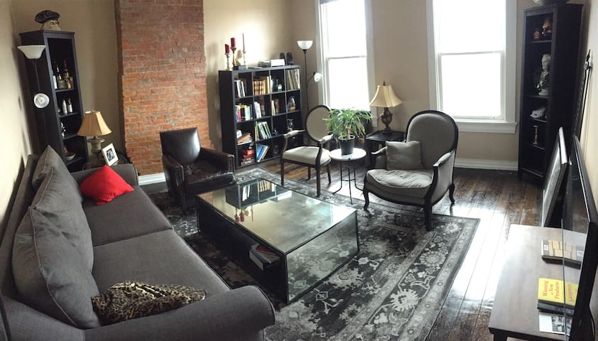 Lovely Private Room in Downtown/OTR with Parking - Cincinnati - Daire