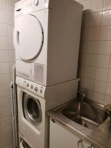Ni får gärna låna tvättmaskin - torka gärna ute men annars finns det torktumlare.