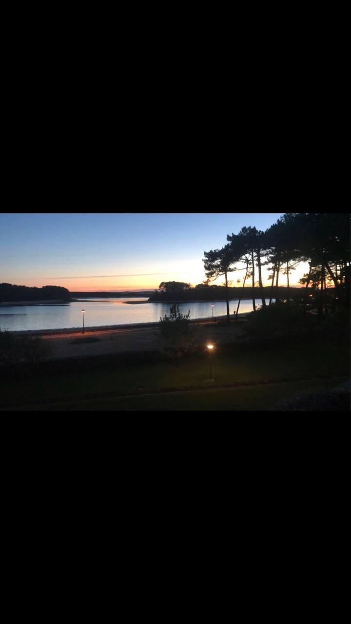 Superbe T2, face au lac, nature et océan