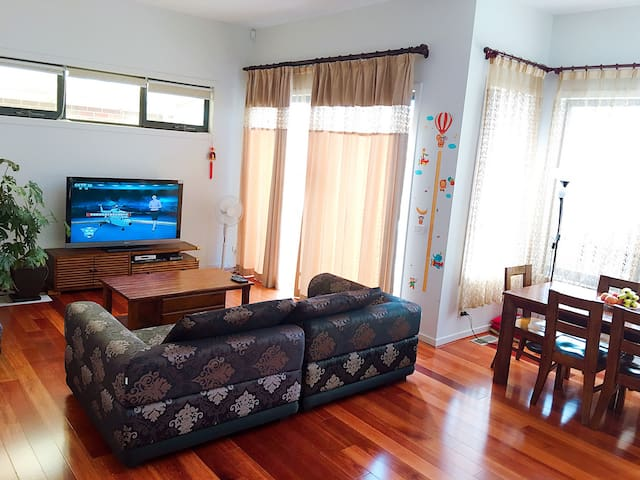 Cozy and modern 3-bedrooms family house 近博士山