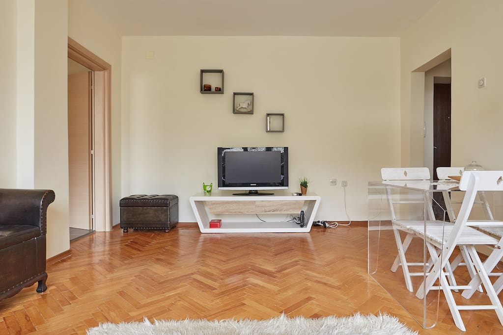Living room equipped with LCD TV - Cable with +60 channels available