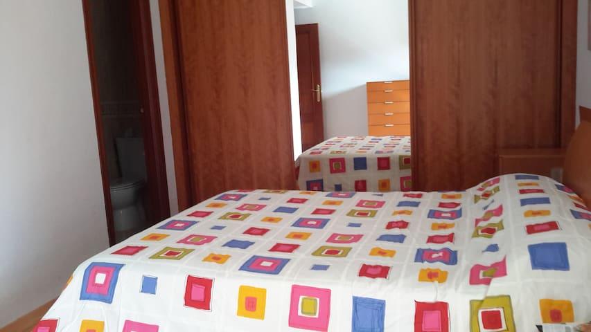 Habitación  doble. WIFI. Baño privado en la hb .