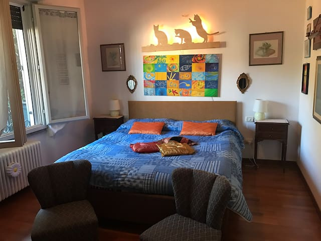 Cosy double room in house with lake view and pool! - Gavirate - Casa