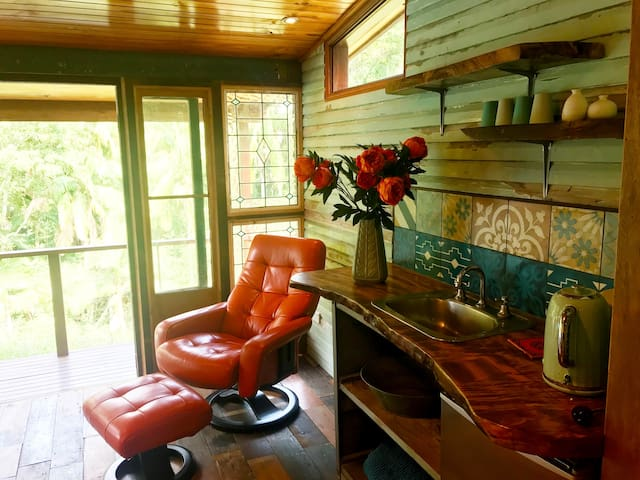 Rustic Hideaway Studio Room with Ensuite