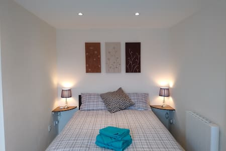 New Cornwall 'Hideaway' apartment for 2 in Lanner