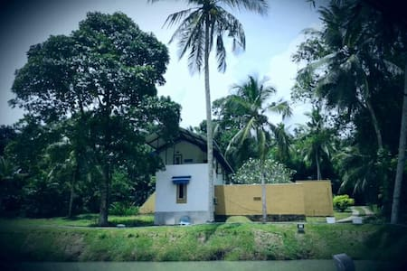Lakeside Hybrid Villa - Bandaragama