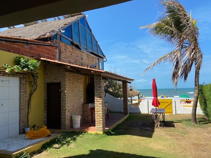 Casa à beira-mar na Praia do Uruaú.