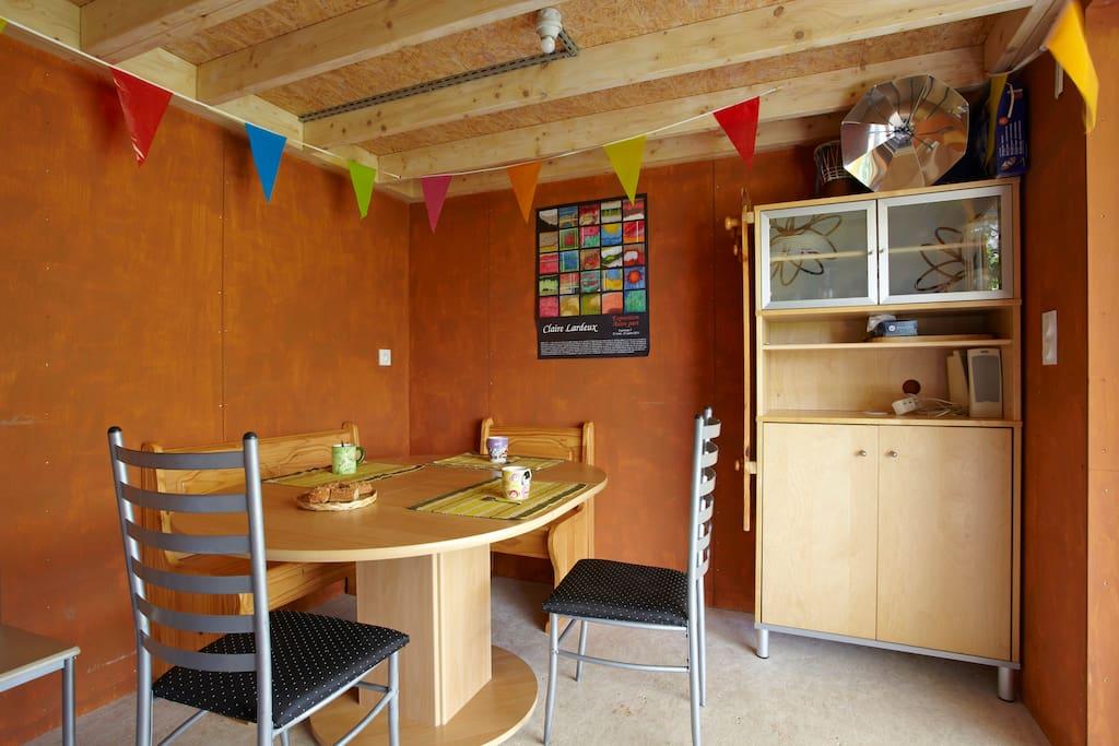 Séjour-salon (11 m2 avec cuisine)