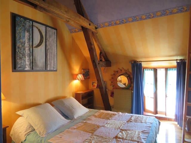 """Ecrin de verdure """"chambre jaune"""" - Sainte-Suzanne - Rumah"""