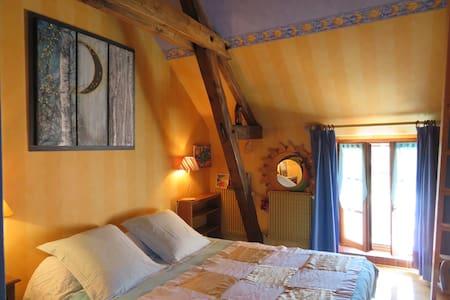 """Ecrin de verdure """"chambre jaune"""" - Sainte-Suzanne - Huis"""
