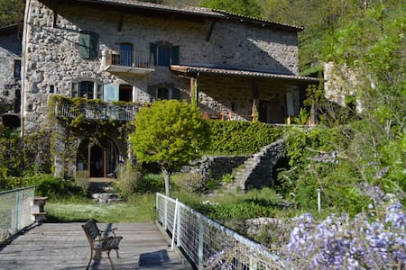 Charming old traditional Ardèche house - Montpezat-sous-Bauzon - Bed & Breakfast