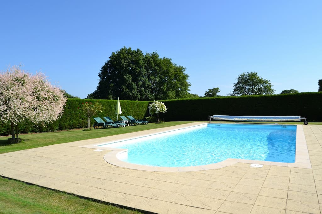 Heated swimming pool 12m x 6m