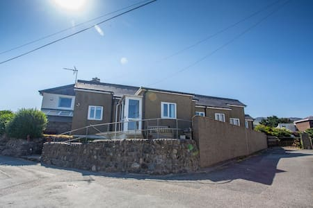 Seaside 3 bed cottage betwen Caernarfon & Pwllheli