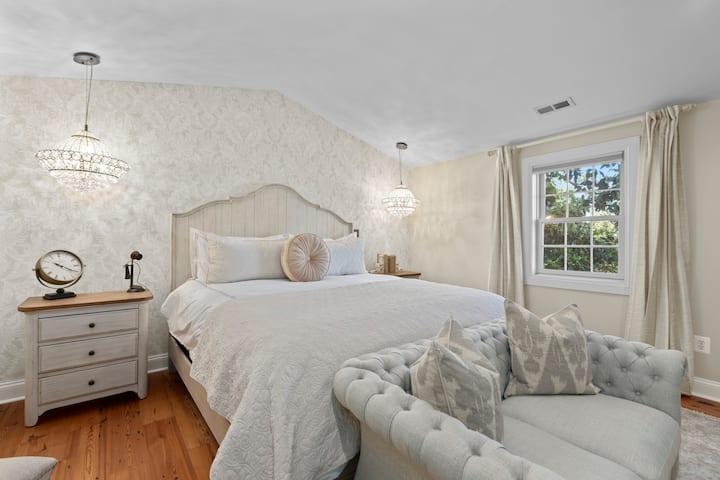 Susannah's Suite   Elegant and Luxurious