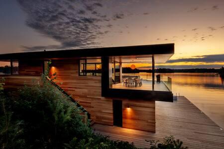 Modern Lake Muskoka retreat