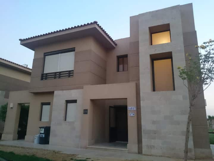 Fam friendly Sokhna Villa with Golf View