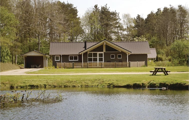 Holiday cottage with 3 bedrooms on 109m² in Oksbøl