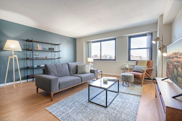 Lovely Beacon Hill 2BR w/Great Views, Gym + Doorman by Blueground