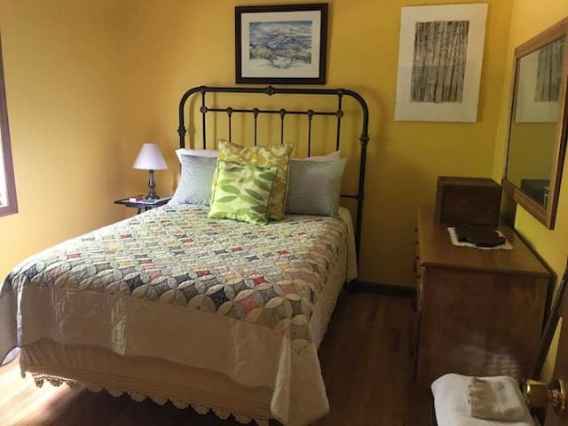 Springfield Loj Yellow Bedroom in the Adirondacks