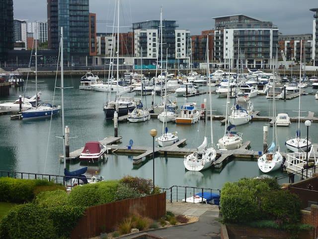 Pacific Close, Ocean Village, Southampton - Southampton - Apartamento