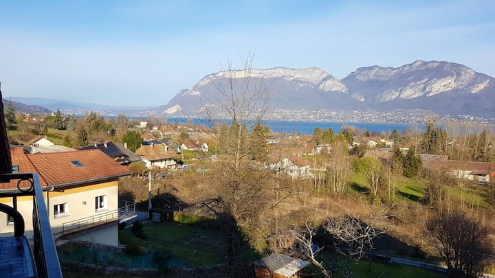 Apartment with 3 bedrooms in Sévrier, with wonderful lake view, furnished garden and WiFi - 10 km from the slopes