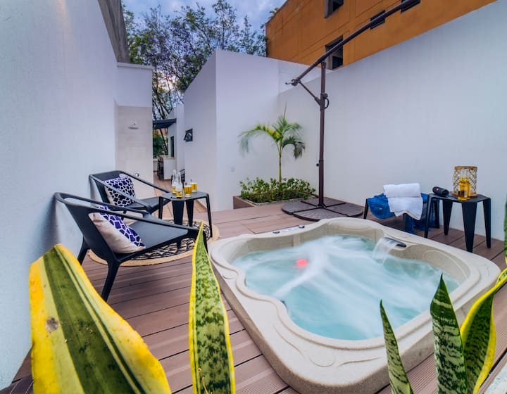 Granada Executive Suites 301 / Jacuzzi Penthouse