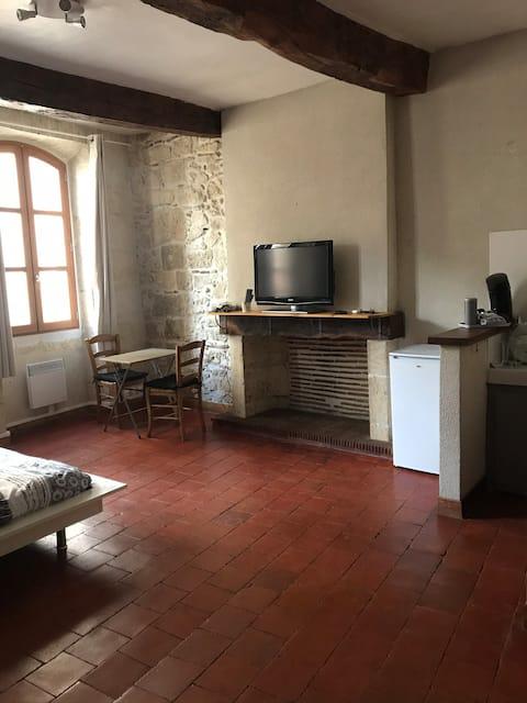 Charmant studio très calme centre historique 1