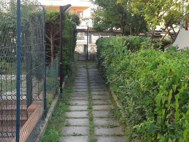 Trilocale con cucina,bagno, balcone - Alba Adriatica - Leilighet
