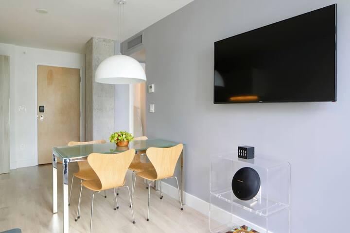 Luxury Condo-Hotel: 1 Bedroom Urban Apartment