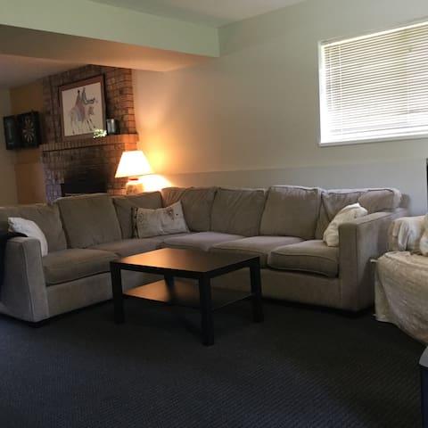 Dundarave Rental 3 Bedroom Suite - West Vancouver - Flat
