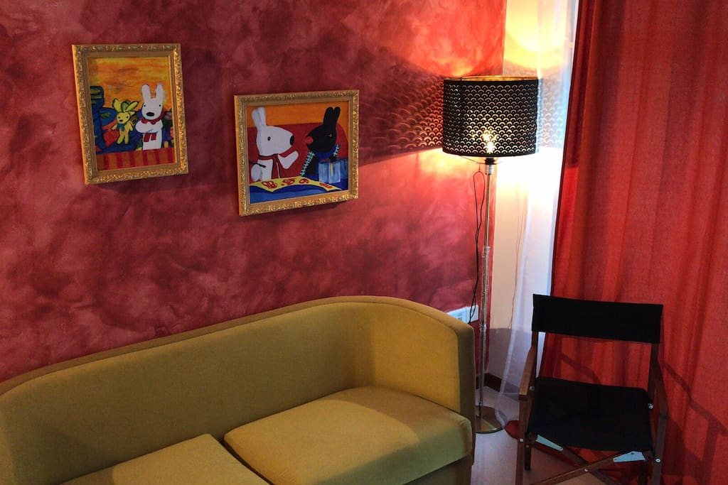 Living hall with two Gaspard et Lisa paintings