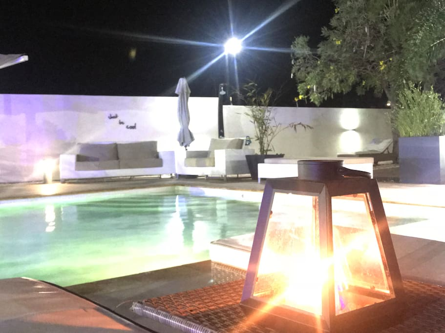 pool@night candle light