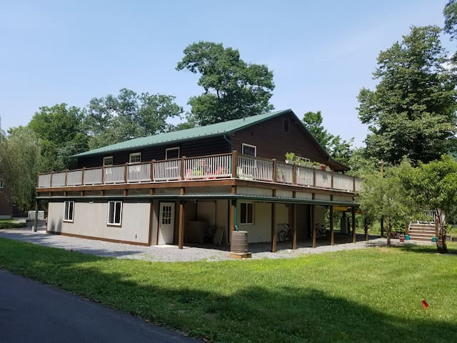 Beautiful House on Greenbrier River near Resort