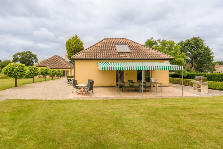 Cosy Holiday Home in Aquitaine with Swimming Pool