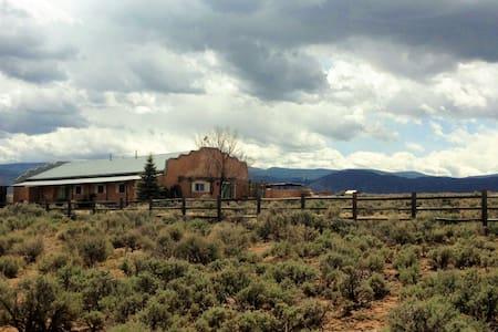Light filled and Spacious Home - Ranchos de Taos - Appartement en résidence